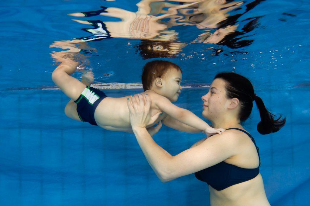 Peuter onderwater